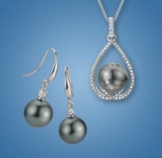 Artistry, Ltd- White Gold and Diamond Pendant and Earring Set with Black Tahitian Pearls (Style GNE04LDW23TP)
