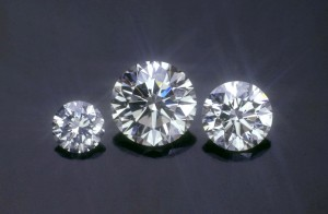 Round Brilliant diamonds of different sizes.